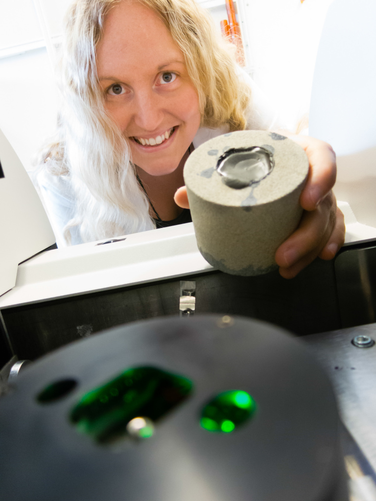 SINTEF scientist Malin Torsæter is using micro computed tomography to investigate the interior of a sample consisting of cement and rock.
