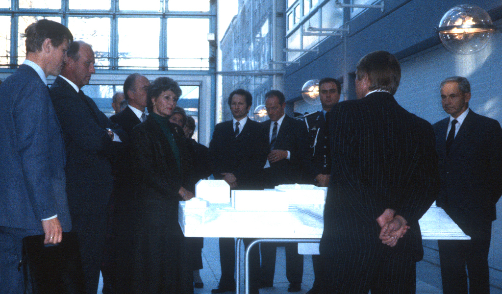 In October 1986 the Norwegian Crown Prince and Crown Princess visited SINTEF and NTNU. The visit included a tour in the ELA complex.