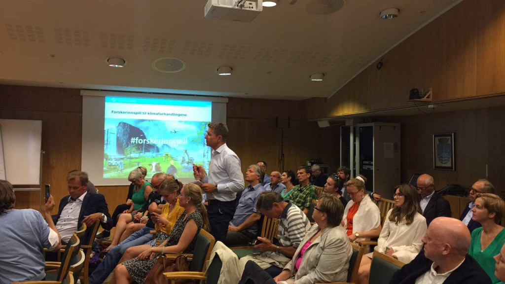 Det ble arrangert omvendt spørretime, der politikerne stilte spørsmål til forskerne. Her ved Terje Aasland (A) fra Energi- og miljøkomiteen på Stortinget.