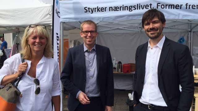 På stand med Abelia: Christina Korme, Direktør med ansvar for digitalisering og fornying, administrerende direktør Håkon Haugli, og Anders Fylling fra SINTEF Byggforsk.