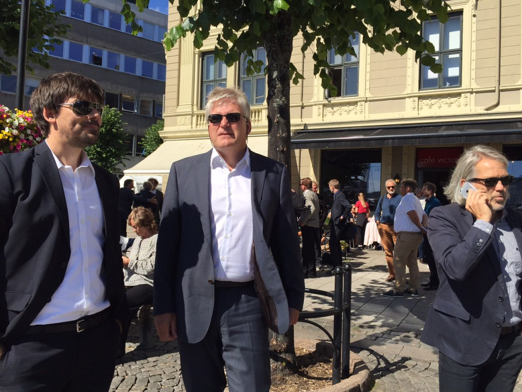 Fra venstre: Forskningssjef Anders Fylling fra Byggforsk, klimadirektør i SINTEF Nils Røkke og i telefon forskningssjef Petter Støa.