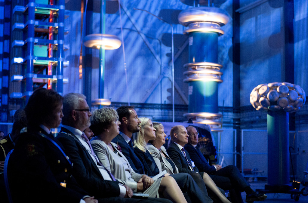 During the opening ceremony, from left: Deputy Mayor Knut Fagerbakke, County Governor Brit Skjelbred, Crown Prince Haakon, Crown Princess Mette-Marit, CEO SINTEF Unni Steinsmo, SINTEF Energy President Inge R. Gran og rector NTNU Gunnar Bovim. Photo: SINTEF/Melhuus