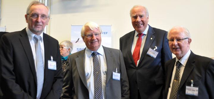 Representanter for laboratorieaktivitet ved SINTEF Energi. Fra venstre: Rolf Hegerberg, tidligere laboratoratoriesjef, John Kulsetås, tidligere forskningssjef, Knut Herstad, tidligere adm. direktør og Knut O. Tangen tidligere laboratoriesjef.