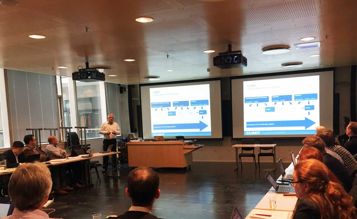Karl Erik Karlsen from Gassnova speaking at the IMPACTS workshop on CO2 specifications in current CCS Projects (Photo: SINTEF)