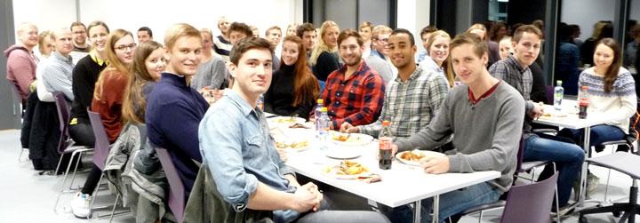 Vi var ca. 50 personer fra EMIL og SINTEF Energi til middag. (Foto: SINTEF)