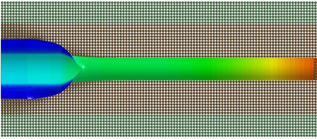 Illustrasjon av trykket fra CO2 på en rørledning under et løpende brudd. Høyt trykk har rød farge og lavt trykk har blå farge. Når røret sprekker, så går trykket ned, men trykket på flankene (i blått) er fortsatt relativt høyt.