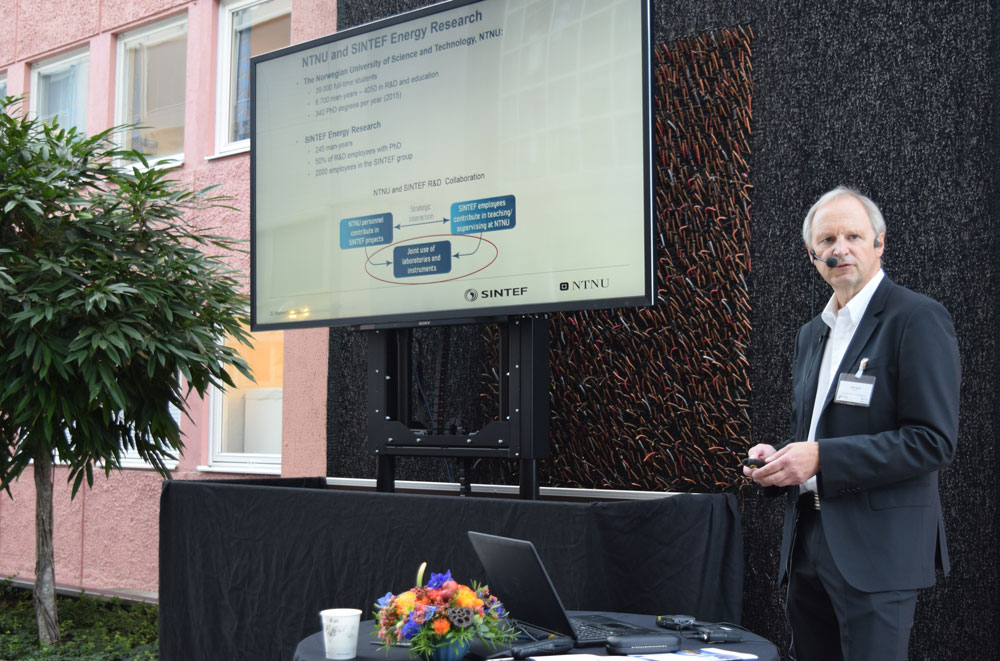Kjell Sand, Project Manager at NTNU, declared the Smart Grid Lab for opened. He spoke about how involvement of partners was important for the realization of the SmartGrid Laboratory. He also talked about the partnership with SINTEF, who will be a working partner in the activities in the laboratory.