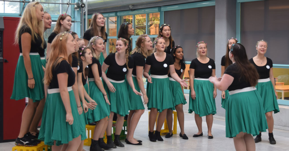 "The student choir ""Pikestrøm"" from NTNU, which can be translated to ""Girl Power"", opened the event with great enthusiasm."