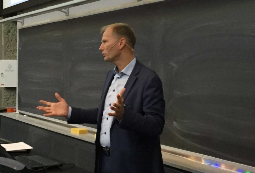 Leder for NOWITECH, John Olav Tande, fortalte om alle innovasjonene senteret har fått til på havvind. (Foto: Astrid Lundquist/SINTEF)