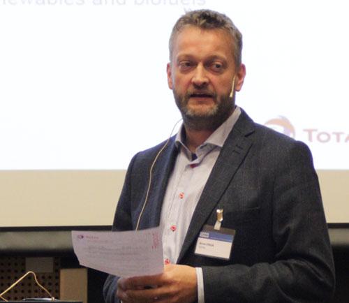Arve Erga presenting