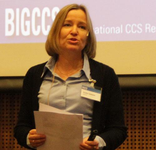 Grethe Tangen presenting
