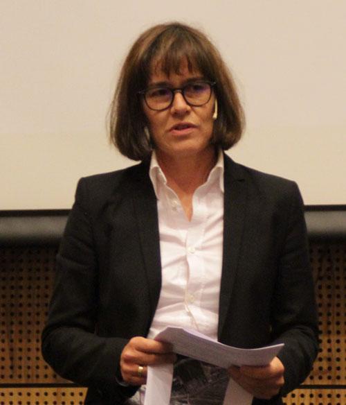 Mona J. Mølnvik presenting