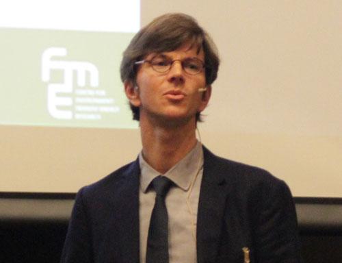 SVend Tollak Munkejord presenting