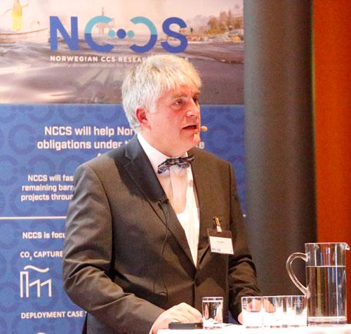 Nils A. Røkke presenting