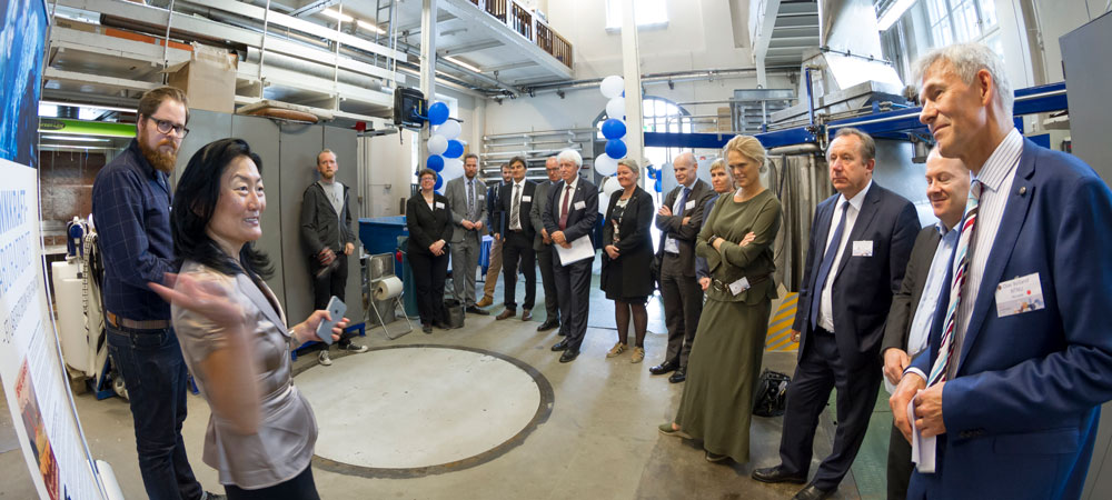 Hege Brende, Centre Director FME Hydrocen, presentin HydroCen at the Waterpower laboratory.