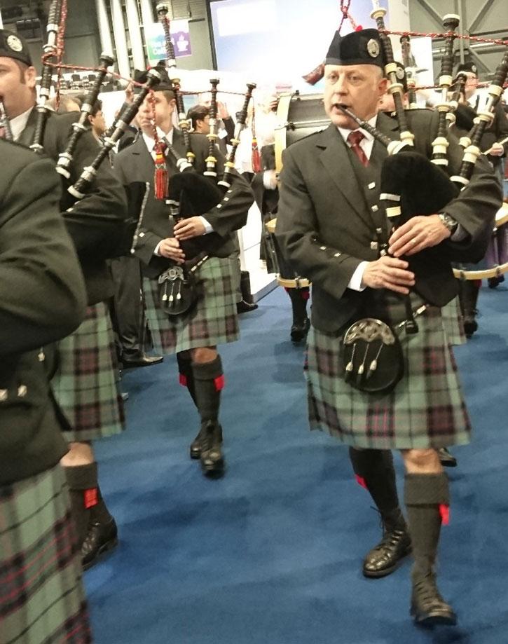 Sekkepiper var naturligvis et synlig – og svært hørbart – innslag i åpningen av konferansen. Her ved Scottish power marching band.