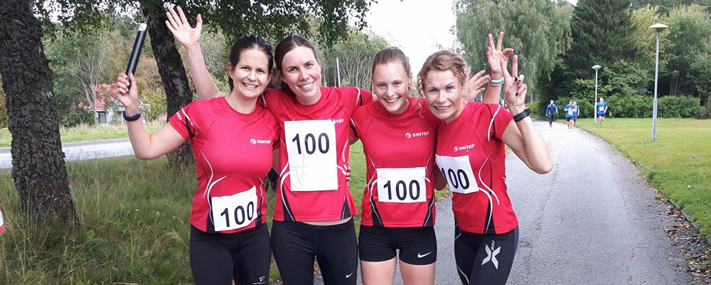 SINTEFs løperjenter var fornøyde med 3.plass! (Hanne Vefsnmo, Mari Voldsund, Mari Haugen, Anu Schei)