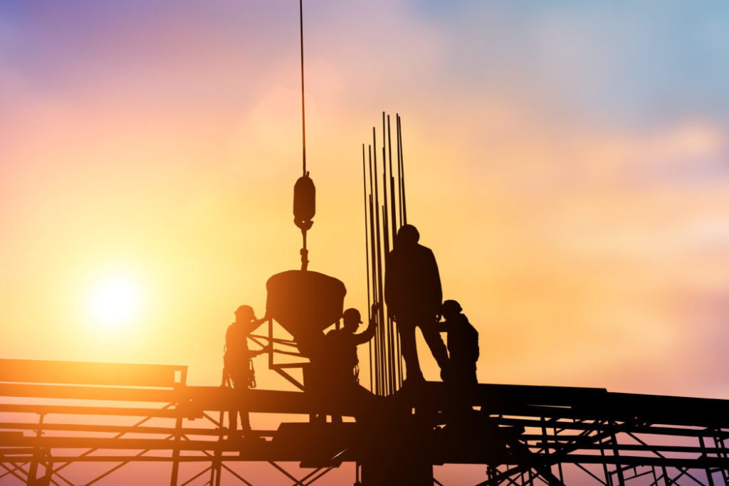 Ansatte på byggeplasser er ofte inndelt i arbeidsgrupper etter nasjonalitet.