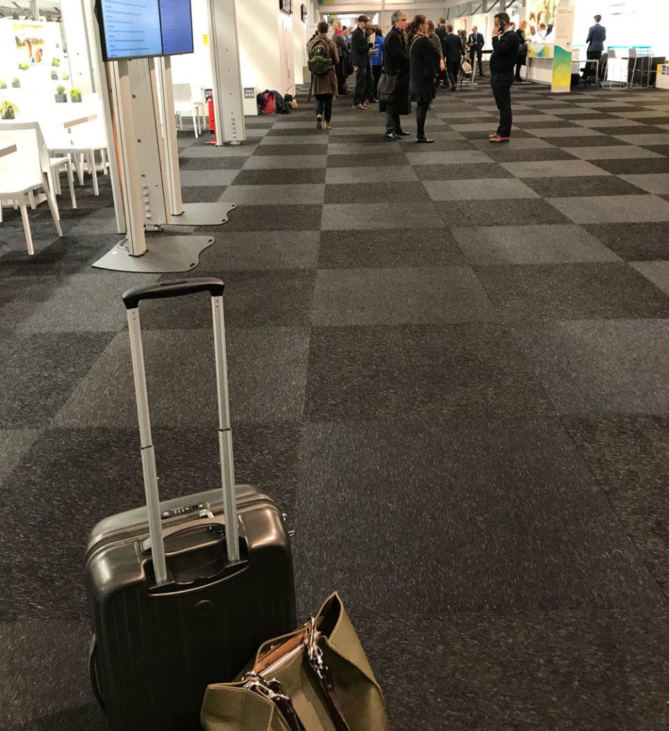 Ingangspartiet – med koffert – mandag morgen