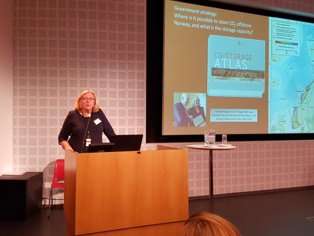 – Rammene er klare, hva venter vi på? sa Eva Halland i Oljedirektoratet. Foto: Svend T. Munkejord.